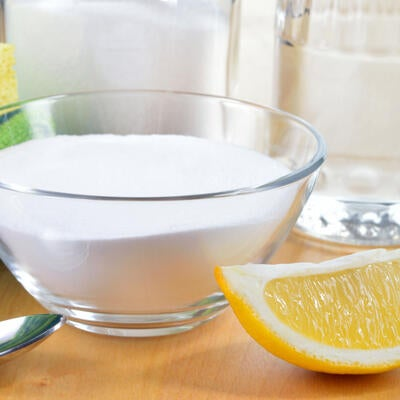Tips for Detoxing Your Home, Plus Natural & DIY Cleaning Products
