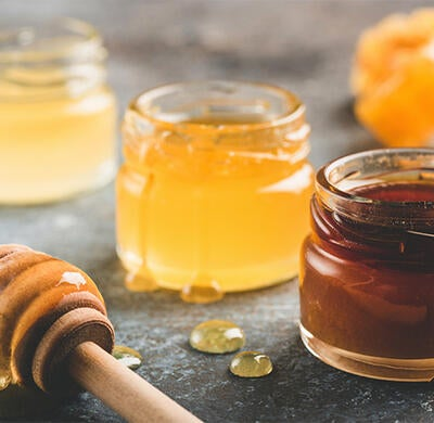Raw Honey Benefits & How to Choose Raw Honey