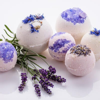 How to Make Bath Bombs: a DIY Recipe