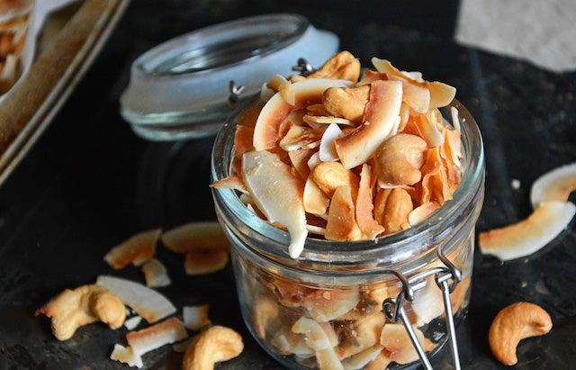 paleo Vanilla Scented Coconut and Cashew Mix