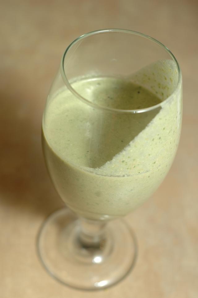 raw green breakfast smoothie